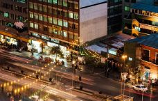 800px-Busy_street,_covered_in_lights_(8714710564)